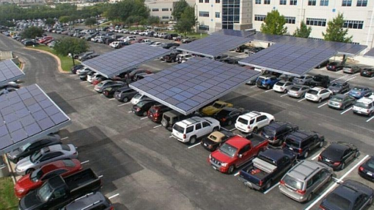 Nuevo sistema para iluminación solar de estacionamientos. Arboles solares en estacionamiento de Dell
