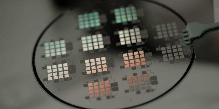 Nueva tecnología solar promete alcanzar eficiencias de hasta 80% y capturar energía solar incluso de noche